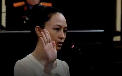 Clip: Câu trả lời phản biện của Phương Nga khiến người dự tòa thốt lên