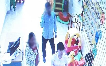 Hà Nội: Mẹ tá hỏa khi có người lạ tự nhận là bà nội đến đón con ở trường mầm non
