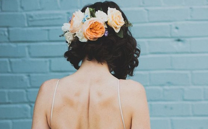 Nhấn nhá đơn giản nhưng duyên dáng bội phần cho cô dâu tóc ngắn