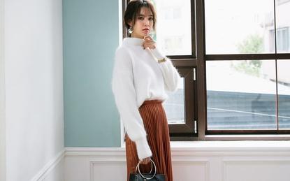 """Bỏ túi những cách diện áo len dáng rộng """"vừa ấm vừa chất"""" cho ngày trở lạnh"""