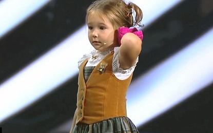 Cô bé 4 tuổi khiến cả thế giới kinh ngạc vì thông thạo 7 thứ tiếng