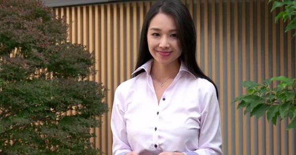 """Những cô nàng váy hồng làm nghề """"bình hoa di động"""" tiết lộ mặt tối của chốn công sở Nhật Bản"""