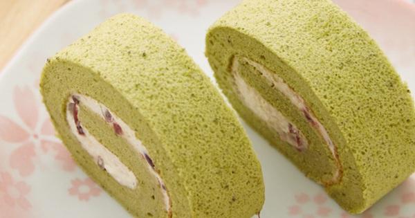 Mềm mượt món bánh bông lan trà xanh cuộn kem tươi