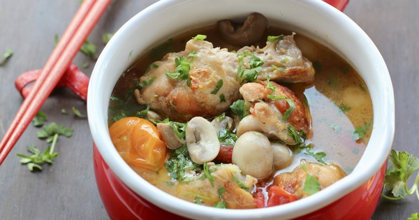 Món ngon cuối tuần: Gà nấu nấm