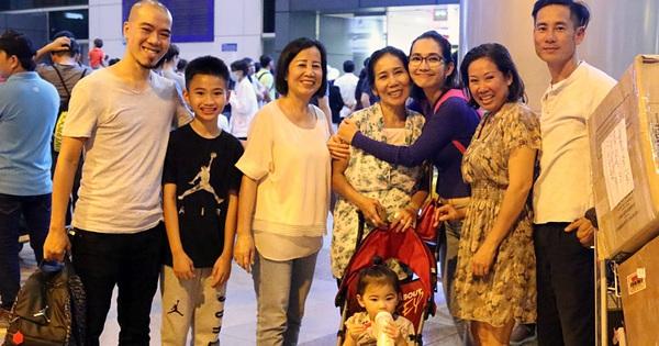 Chồng cũ ra sân bay đón mẹ con Kim Hiền lúc nửa đêm