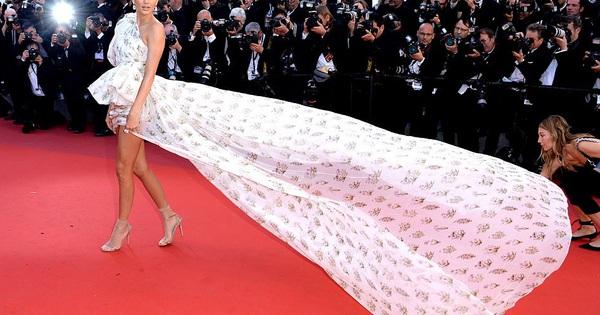 Chân dài Trung Quốc lộ hàng, em gái Kim diện váy siêu dài trên thảm đỏ LHP Cannes
