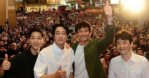 Sau tin lấy vợ, sức hút khủng khiếp của Song Joong Ki tại châu Á không thuyên giảm