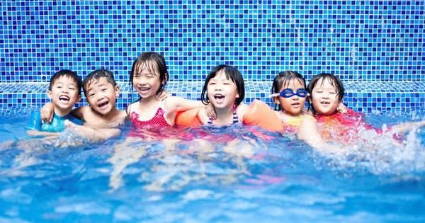 Hành động tưởng ''chẳng có gì nghiêm trọng'' ở bể bơi có thể khiến trẻ bị xâm hại tình dục mà cha mẹ không hề hay biết