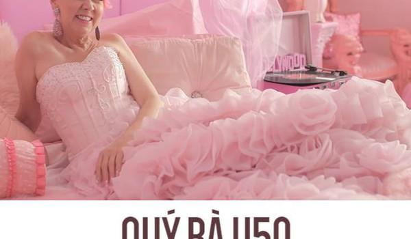 """Quý bà U50 """"cuồng"""" màu hồng nhất thế giới"""