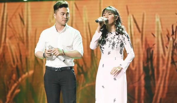 Cô gái khiếm thị Quỳnh Trâm khiến danh ca Giao Linh xúc động