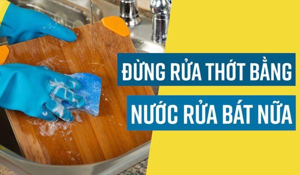 Đừng rửa thớt bằng nước rửa bát nữa