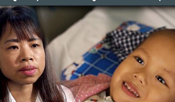 Bác sĩ Phạm Việt Hương - Người mẹ thứ 2 của 'những chiến binh đầu trọc'