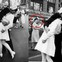 Sự thật về nụ hôn trên quảng trường nổi tiếng không hề lãng mạn như bạn tưởng, thậm chí bị xem là hành động tấn công tình dục
