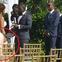 Chú rể buồn bã đăng ảnh lễ cưới thiếu 70 khách nhưng vòng 3 kỳ lạ của cô dâu lại gây chú ý hơn cả