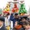 Mùng 5 Tết, hàng ngàn người đội lễ vào đền Bà Chúa Kho xin lộc