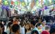 Cuối tuần, người Sài Gòn đổ về chợ phiên vỉa hè đầu tiên tại bến Bạch Đằng