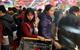 Siêu thị Hà Nội cuối tuần: Chen lấn