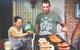 """Xe xúc xích, hamburger lề đường cực đắt khách của cặp """"chồng Tây, vợ Việt"""" ở Sài Gòn"""