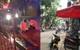 Hà Nội: Áp giải tên trộm về công an phường, nam thanh niên bị truy sát