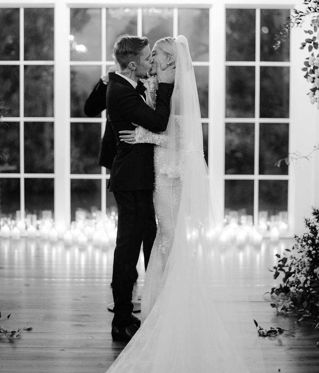 Justin Bieber kỷ niệm 1 năm tổ chức hôn lễ với Hailey Baldwin, tâm sự mùi mẫn và ảnh hiếm tình bể bình được chia sẻ - Ảnh 3.