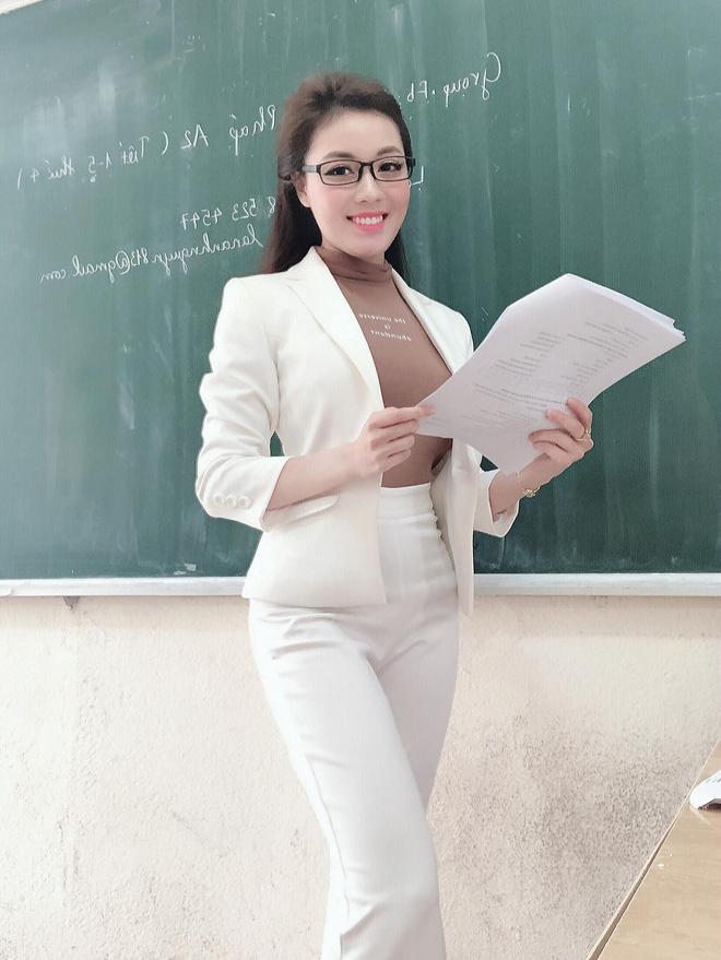 """Soi style đi dạy của 3 giảng viên hot nhất Vbiz: Người nhẹ nhàng đơn giản, người lại sexy """"ngầm"""" - Ảnh 10."""