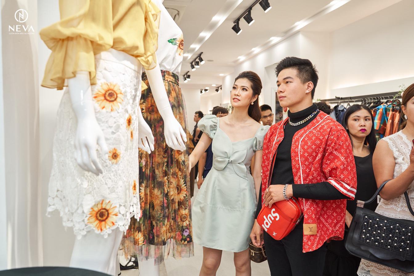 """Neva """"cháy hàng"""" sau vài giờ khai trương showroom 41 Thái Hà với sự tham gia của loạt mỹ nhân Việt - Ảnh 6."""