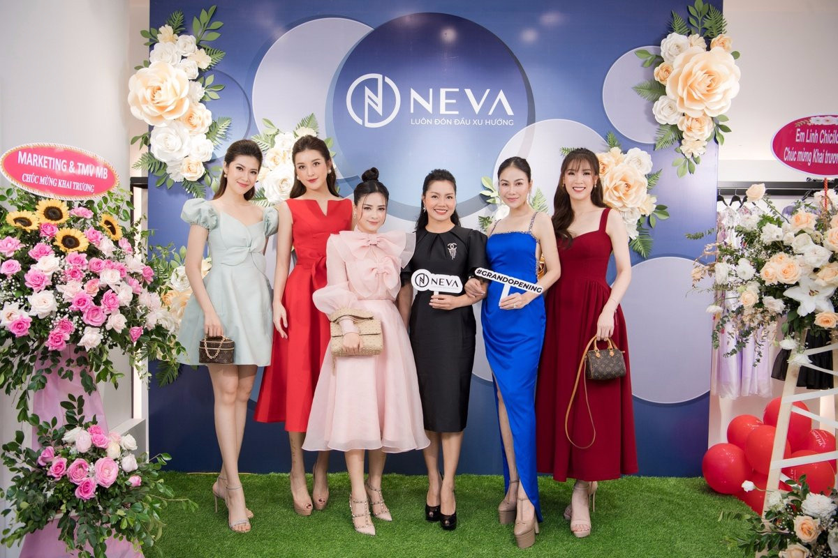 """Neva """"cháy hàng"""" sau vài giờ khai trương showroom 41 Thái Hà với sự tham gia của loạt mỹ nhân Việt - Ảnh 7."""