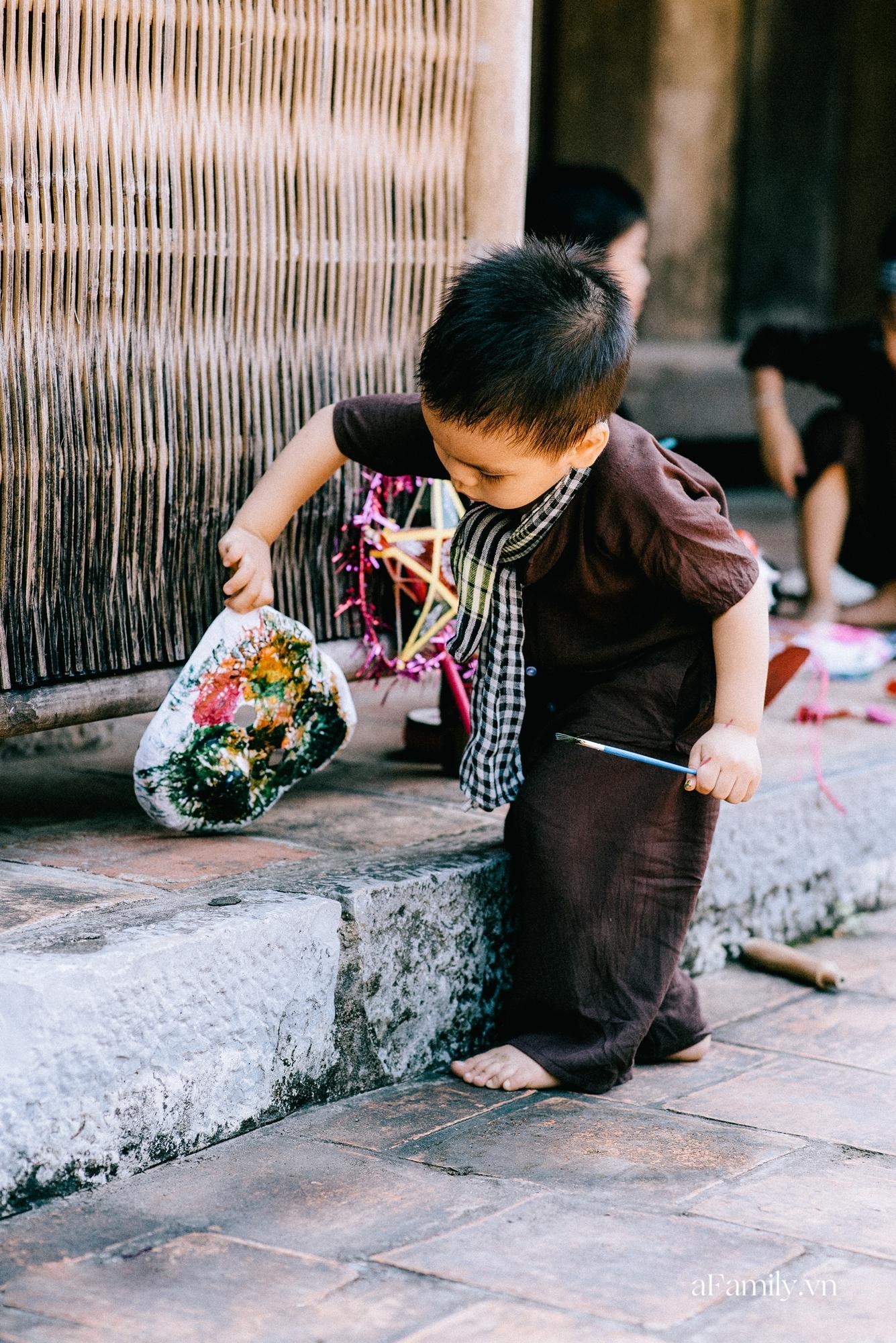 Trung thu cũ xưa ngay giữa lòng Hà Nội, nơi các em nhỏ được tận hưởng niềm vui còn bố mẹ thì được trở lại tuổi thơ chỉ với 40.000 đồng - Ảnh 4.