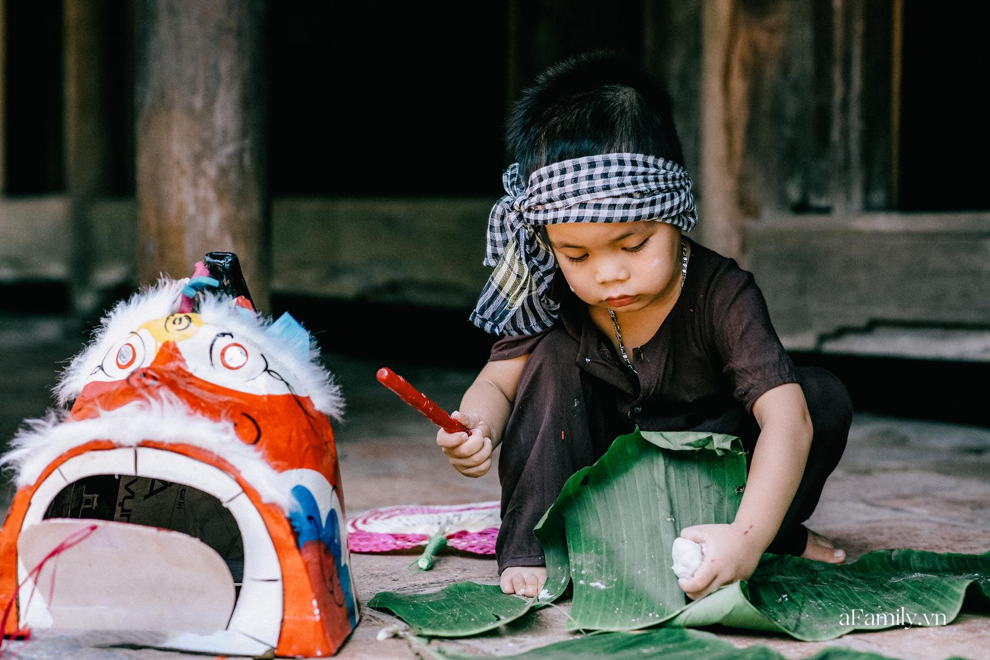 Trung thu cũ xưa ngay giữa lòng Hà Nội, nơi các em nhỏ được tận hưởng niềm vui còn bố mẹ thì được trở lại tuổi thơ chỉ với 40.000 đồng - Ảnh 2.