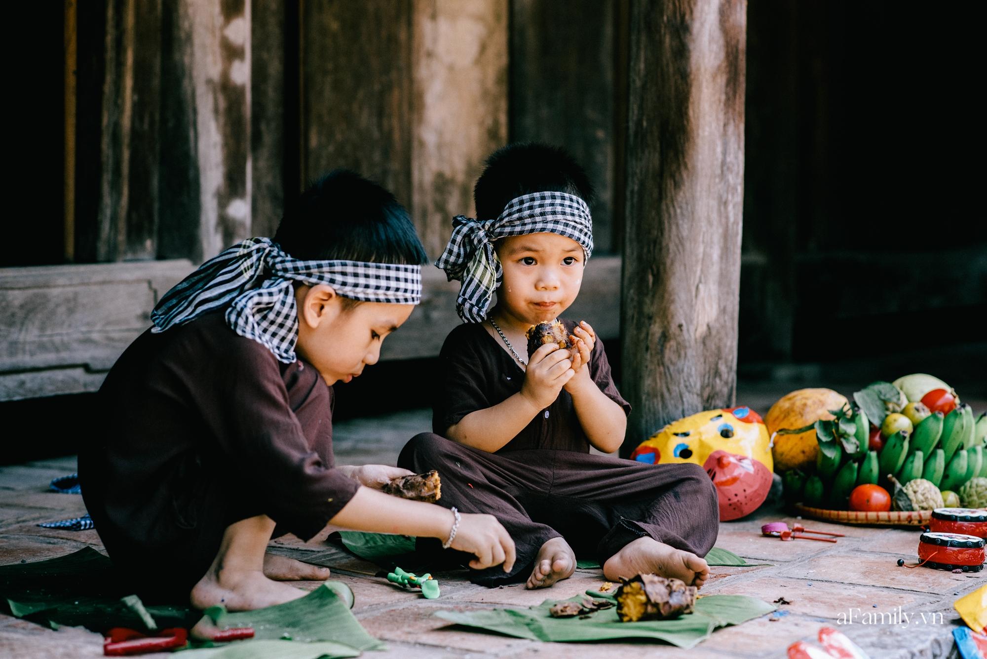 Trung thu cũ xưa ngay giữa lòng Hà Nội, nơi các em nhỏ được tận hưởng niềm vui còn bố mẹ thì được trở lại tuổi thơ chỉ với 40.000 đồng - Ảnh 8.