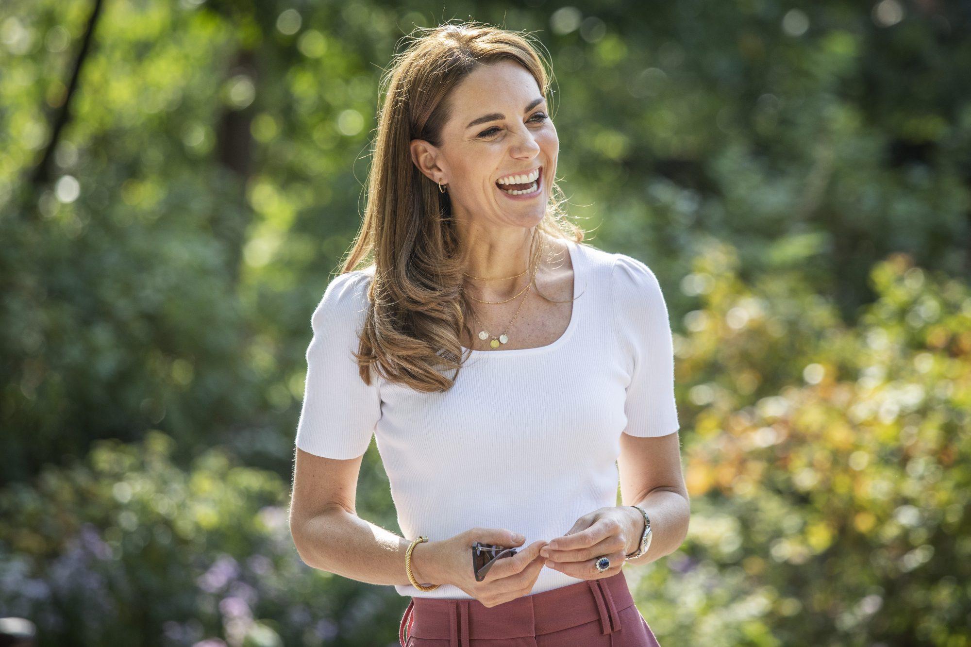 Bí mật dưỡng tóc của Công nương Kate được chính nhà tạo mẫu tóc Hoàng gia Anh tiết lộ - Ảnh 4.