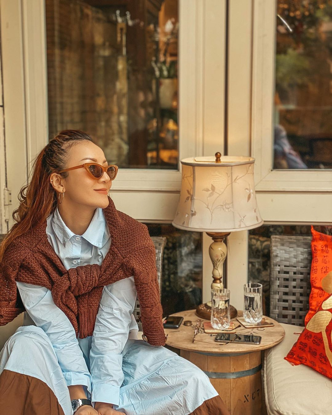 """3 kiểu áo khoác khi trở lạnh được lòng hội chị em tuổi 30+ """"nhà Vbiz"""": Phạm Quỳnh Anh nhìn như idol Kpop, Hà Tăng lại hack tuổi đỉnh cao không thua gái 18 - Ảnh 8."""