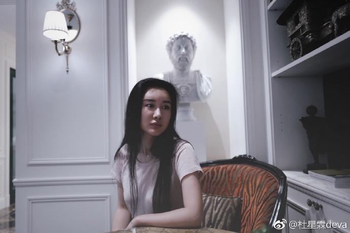"""Vợ """"nhí"""" kém 36 tuổi của """"ông trùm phim Kim Dung"""": Nhan sắc tuổi 30 xinh tựa thần tiên tỉ tỉ, mê đồ cổ trang - Ảnh 10."""