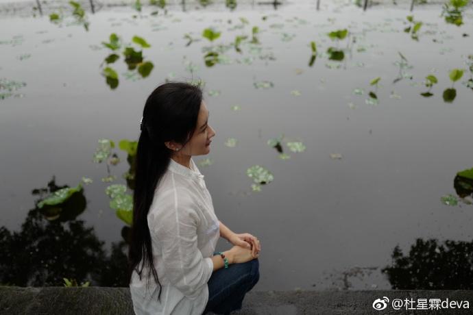 """Vợ """"nhí"""" kém 36 tuổi của """"ông trùm phim Kim Dung"""": Nhan sắc tuổi 30 xinh tựa thần tiên tỉ tỉ, mê đồ cổ trang - Ảnh 7."""