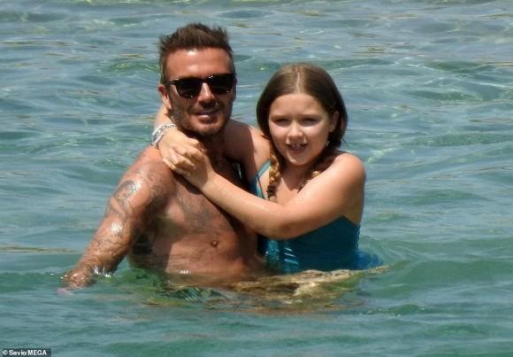 Nhìn loạt khoảnh khắc này từ cô út nhà David Beckham, ai nghĩ được đây lại là vóc dáng của một bé gái mới lên 9 - Ảnh 13.