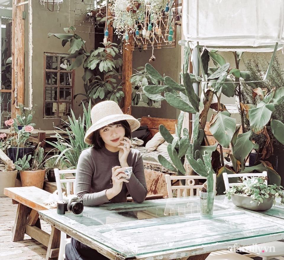 Căn hộ 75m² đầy đủ tiện ích đẹp hiện đại với gam màu trắng kem có chi phí 110 triệu đồng của cô gái độc thân ở Sài Gòn - Ảnh 3.