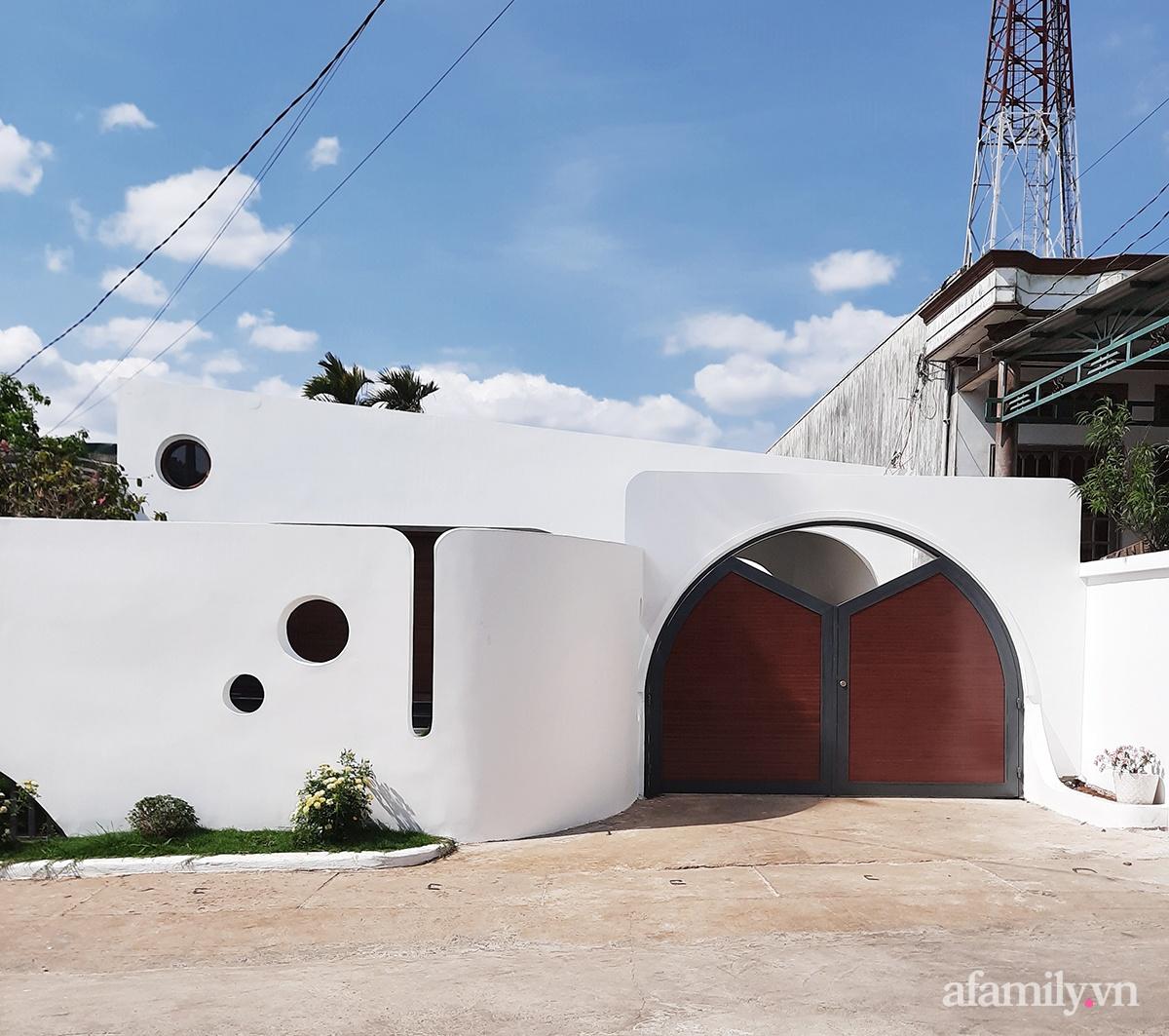 7 3 16026018460871733661832 - Với chi phí 1 tỷ đồng, cặp vợ chồng trẻ Đắk Lắk xây ngôi nhà mơ ước với những đường cong đẹp ngất ngây
