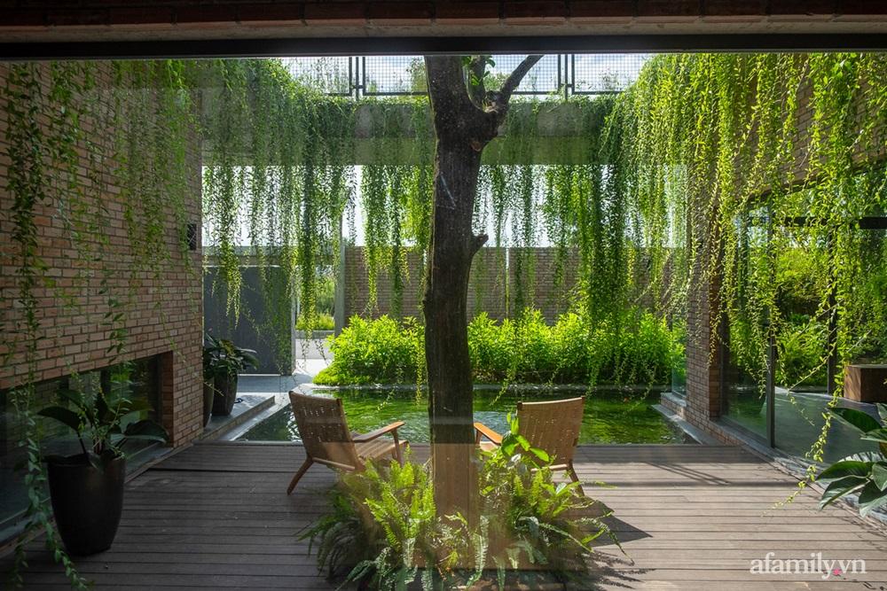 ngoi nha gach 13 1602555644604688798424 - Ngôi nhà gạch 400m² ấn tượng với sự kết hợp giữa gạch nung và cây leo ở Quảng Ninh