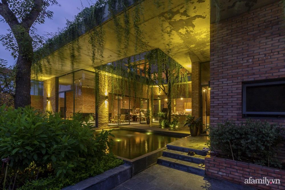 ngoi nha gach 14 16025556446082061399006 - Ngôi nhà gạch 400m² ấn tượng với sự kết hợp giữa gạch nung và cây leo ở Quảng Ninh