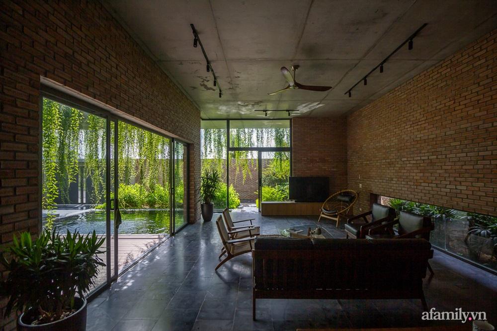ngoi nha gach 16 1602555644644487683726 - Ngôi nhà gạch 400m² ấn tượng với sự kết hợp giữa gạch nung và cây leo ở Quảng Ninh