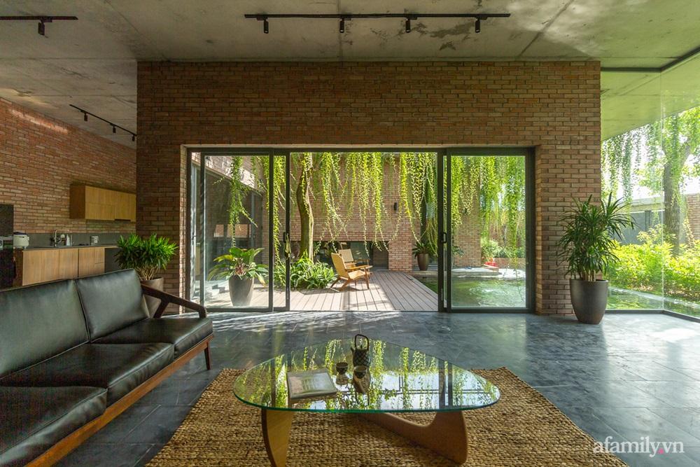 ngoi nha gach 17 16025556446481102389594 - Ngôi nhà gạch 400m² ấn tượng với sự kết hợp giữa gạch nung và cây leo ở Quảng Ninh