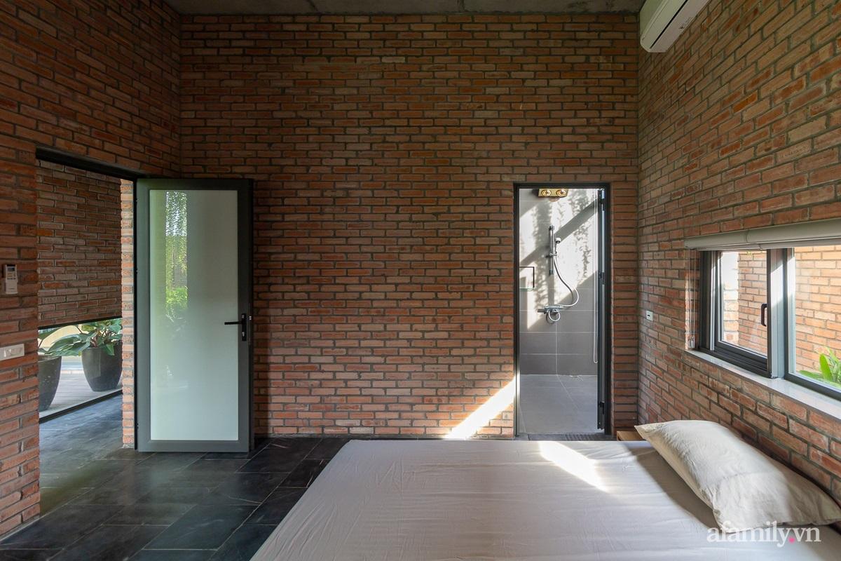 ngoi nha gach 22 160255564501661685328 - Ngôi nhà gạch 400m² ấn tượng với sự kết hợp giữa gạch nung và cây leo ở Quảng Ninh