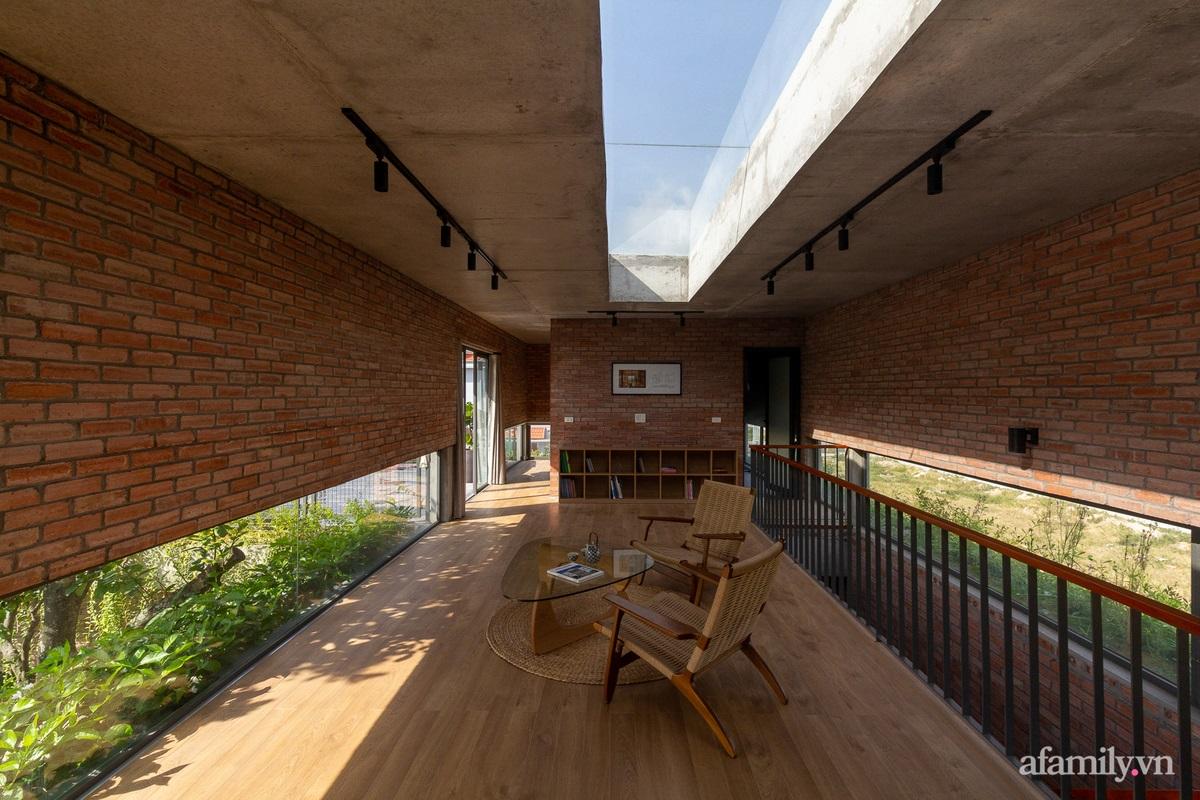 ngoi nha gach 24 1602555645300293601936 - Ngôi nhà gạch 400m² ấn tượng với sự kết hợp giữa gạch nung và cây leo ở Quảng Ninh
