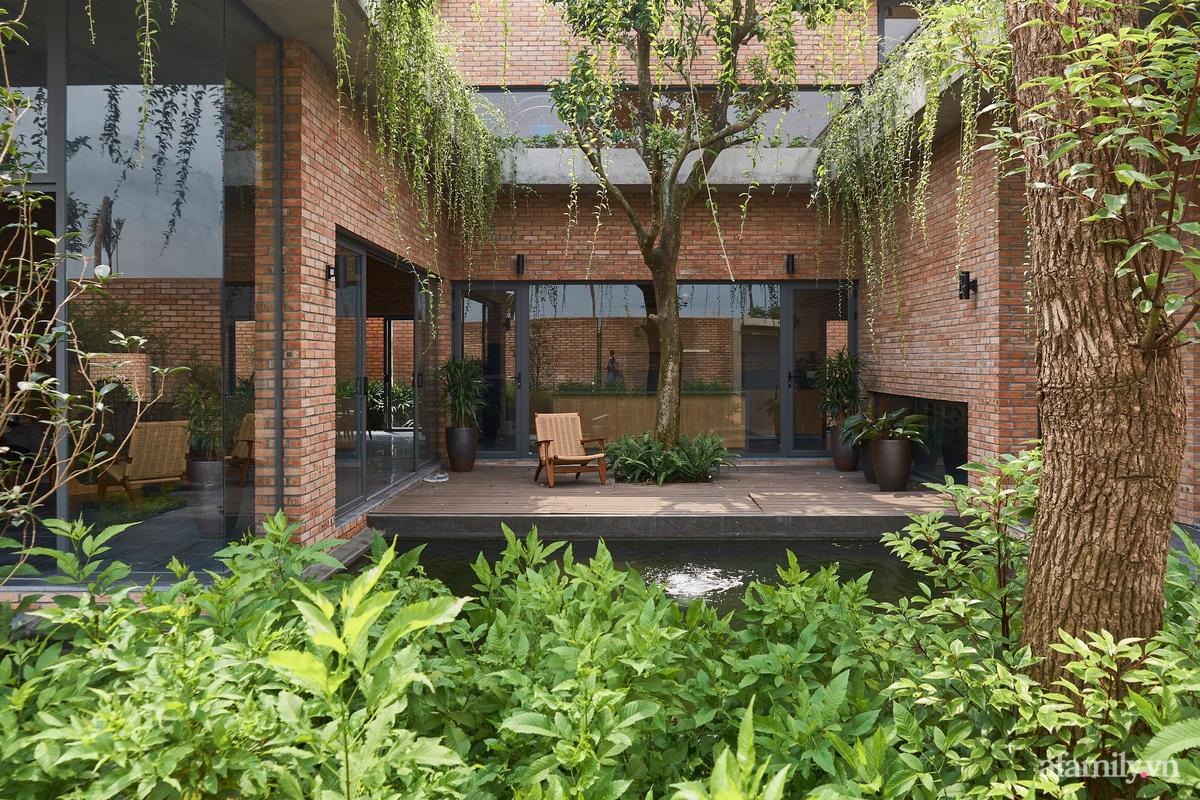 ngoi nha gach 6 1602555643959422900228 - Ngôi nhà gạch 400m² ấn tượng với sự kết hợp giữa gạch nung và cây leo ở Quảng Ninh
