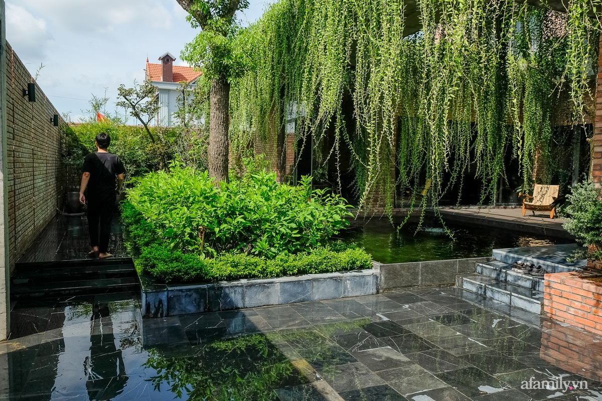 ngoi nha gach 8 16025556440651379423846 - Ngôi nhà gạch 400m² ấn tượng với sự kết hợp giữa gạch nung và cây leo ở Quảng Ninh