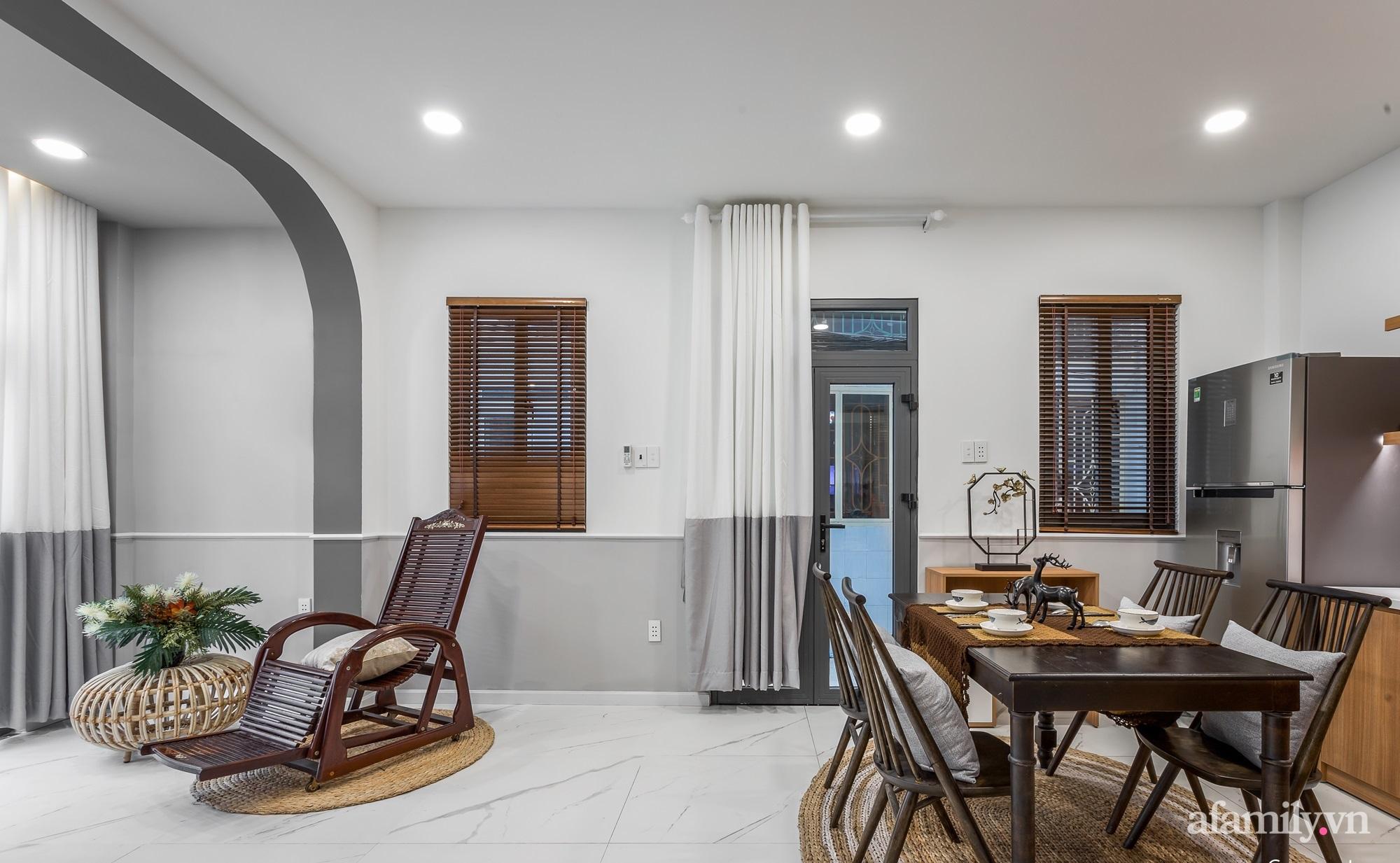 Căn nhà phố cũ kỹ rộng 80m² được cải tạo đẹp tiện nghi với gam màu sáng có chi phí 650 triệu đồng - Ảnh 4.