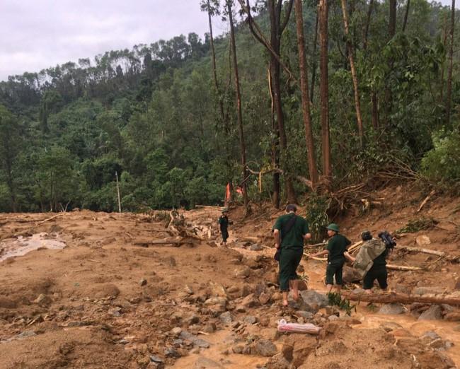 """Hình ảnh gây sốc về trạm kiểm lâm nơi 13 chiến sĩ gặp nạn trên đường đi cứu hộ thủy điện Rào Trăng 3: Không còn gì ngoài đất đá, tiếng gọi """"còn ai không"""" mãi không được đáp lời - Ảnh 3."""