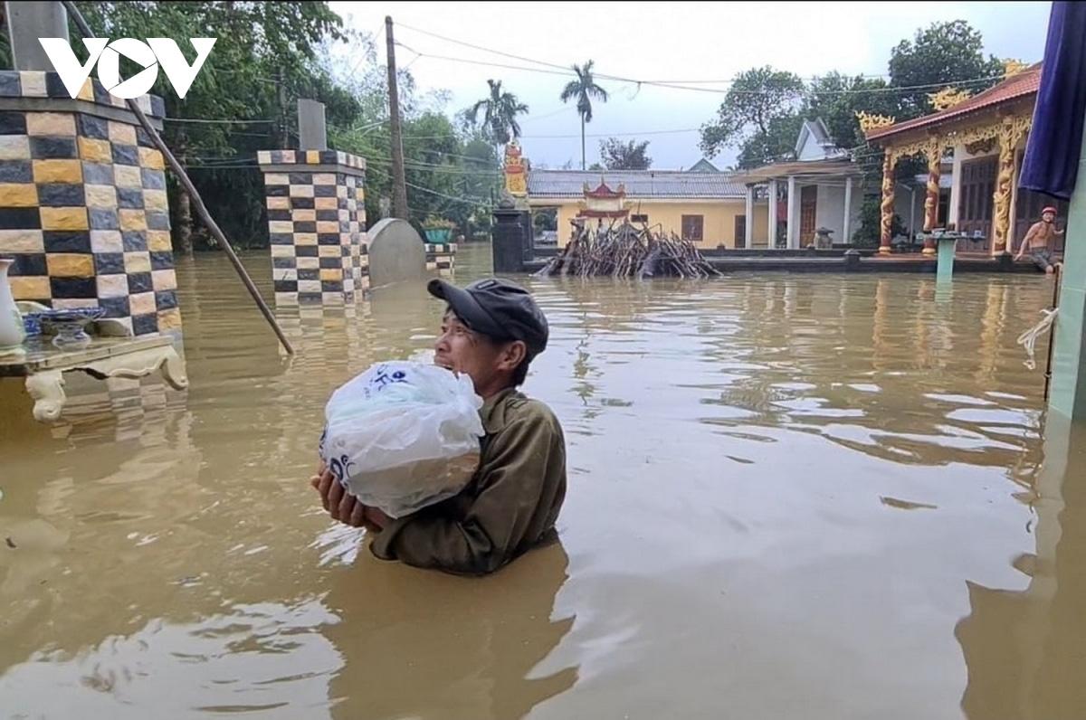 Mưa lũ miền Trung: Số người chết tăng lên 36, khẩn cấp hỗ trợ cứu đói