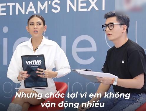 """Vietnam's Next Top Model: Hotboy xứ Nghệ vác bụng mỡ đi catwalk, Nam Trung mỉa mai không giảm cân sẽ """"lót lá chuối"""" mời về - Ảnh 3."""