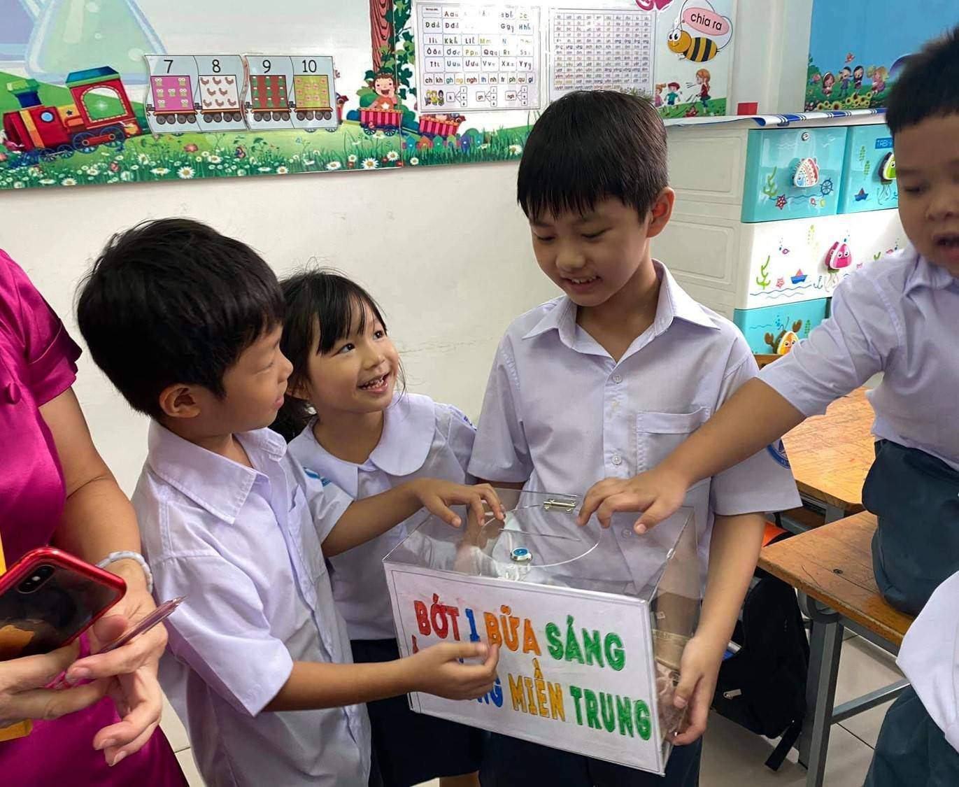 """Cậu bé học lớp 1 trong 2 ngày đã kêu gọi hơn 100 triệu ủng hộ miền Trung: Là con nghệ sĩ đình đám, đáng chú ý nhất phương pháp dạy con của bố mẹ khiến nhiều người phải """"nể"""" - Ảnh 2."""